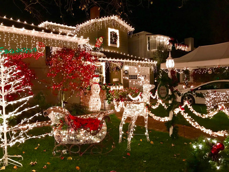 10 Roofing Rules of Holiday Decorating