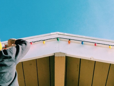 Decorating Your Home for the Holidays? Protect Yourself with These Ladder Safety Tips