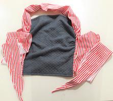 molleton bleu-gris et marinière rouge et blanche