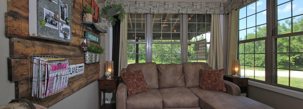 sunroom with sleep sofa