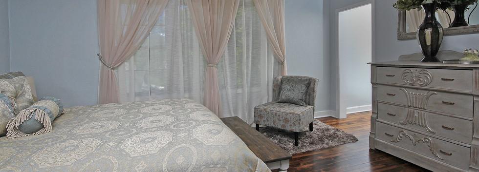 upstairs master bedroom & large closet