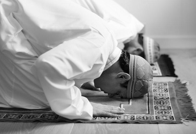 muslim-praying-sujud-posture_53876-25222