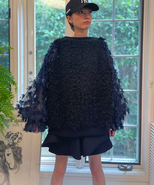 Import bore switching tulle sleeve pullover