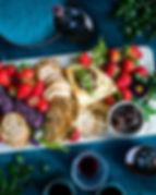 Sýr, jahody a sušenky