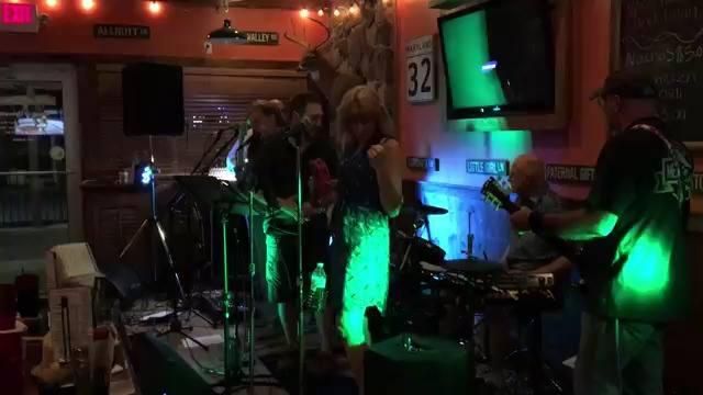 3 AM - Highland Tavern