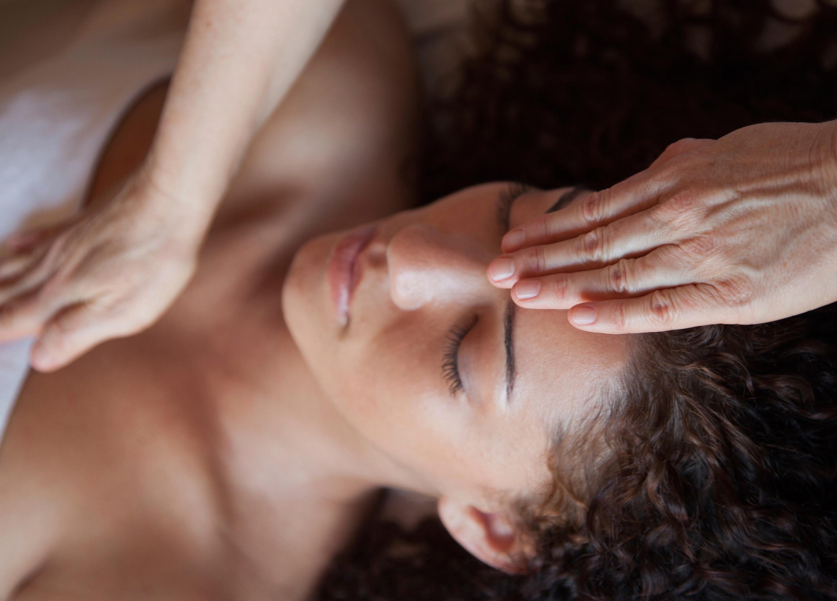 Deep Tissue Massage (2hr)