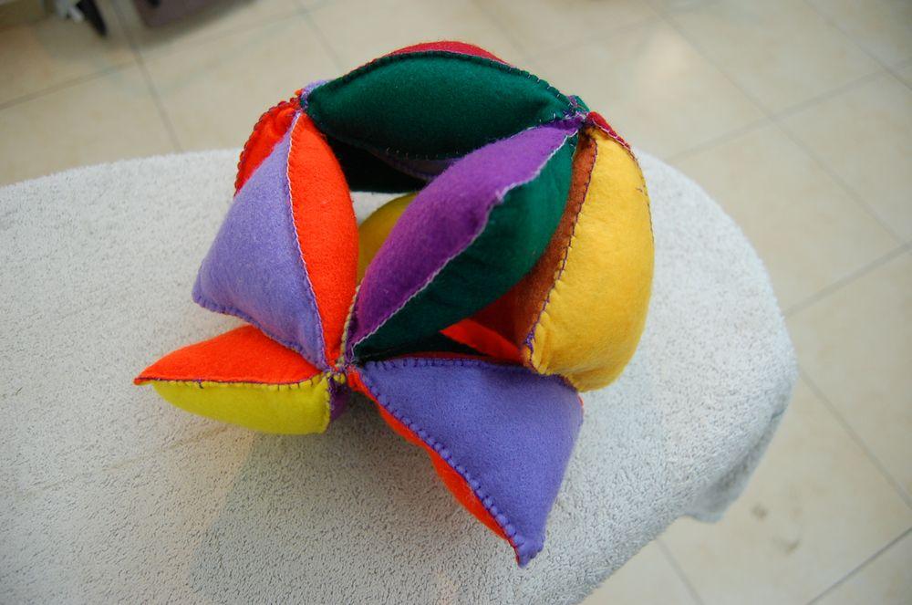 חוה קלפ, כדור לבד צבעוני