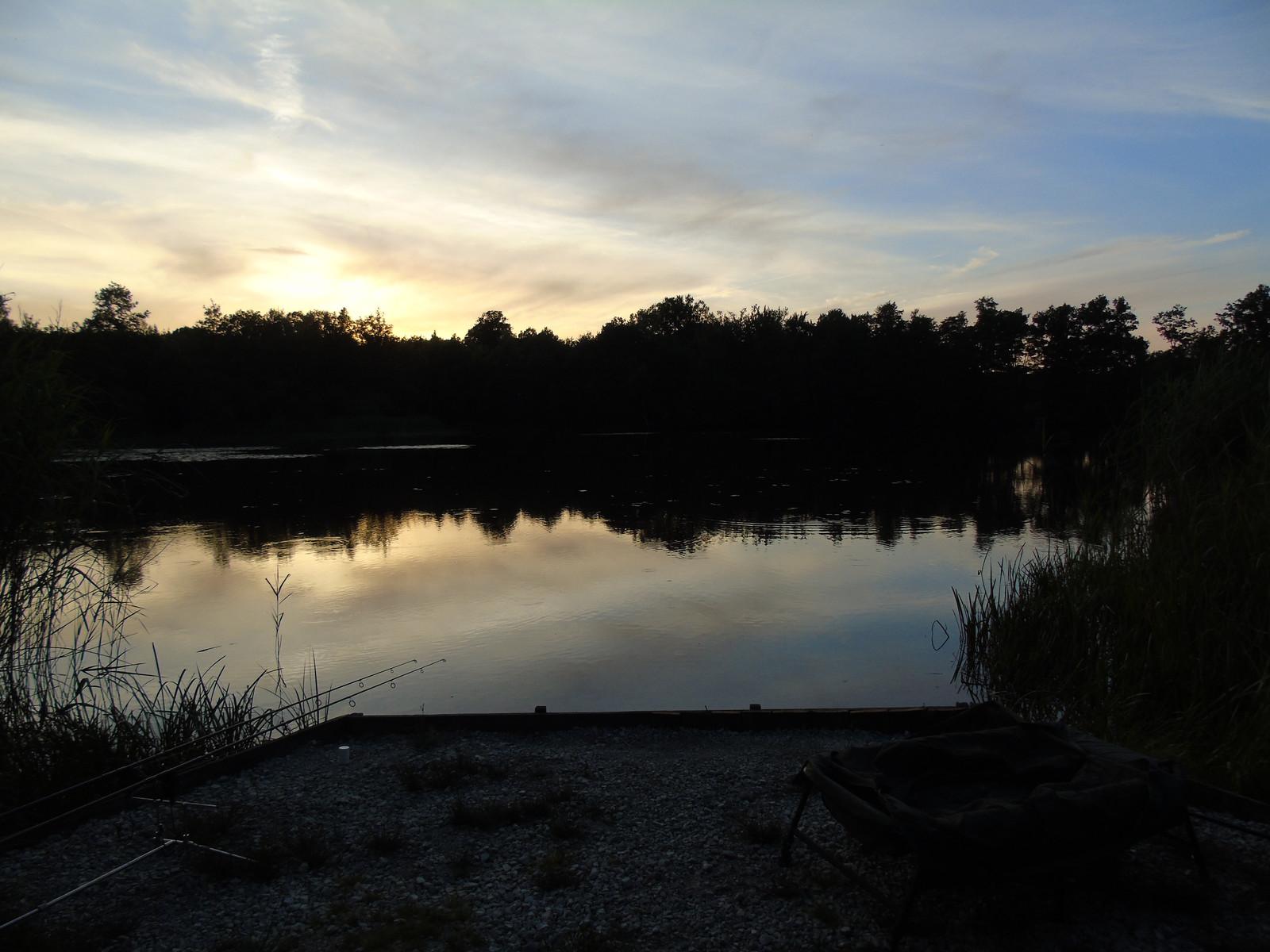 Fullscreen Page   Barrington's Lake   Carp fishing in France