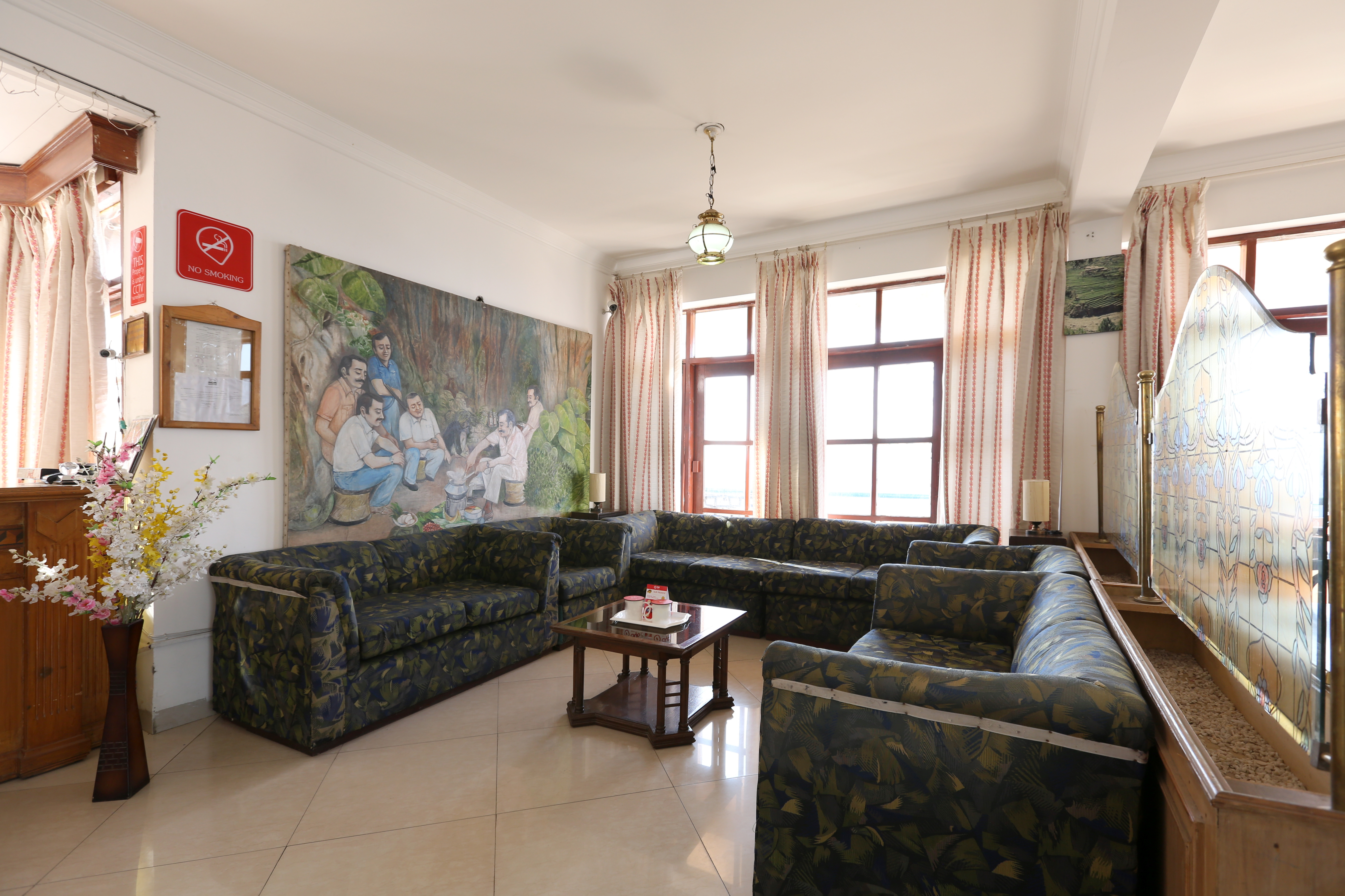 Entrance Lobby Hotel Chail Residency
