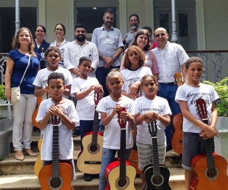 Meninos do Vidigal cantam no Hospital Casa Evangélico.