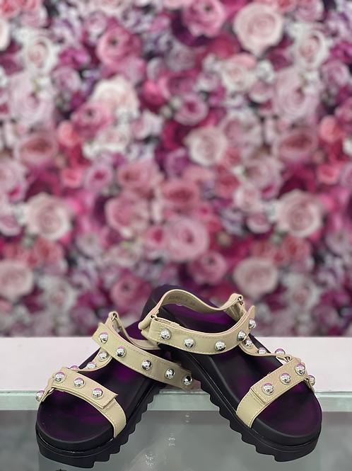Sandalia tachas