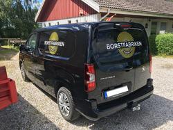 Text på bil Borstabriken2