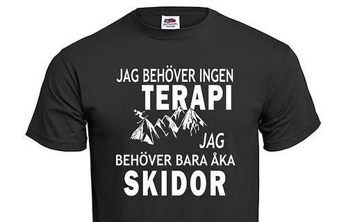 T-shirt Jag behöver ingen TERAPI jag behöver bara åka SKIDOR