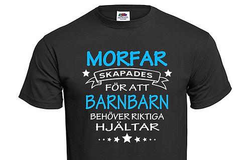 T-shirt MORFAR skapades för att BARNBARN behöver riktiga hjältar