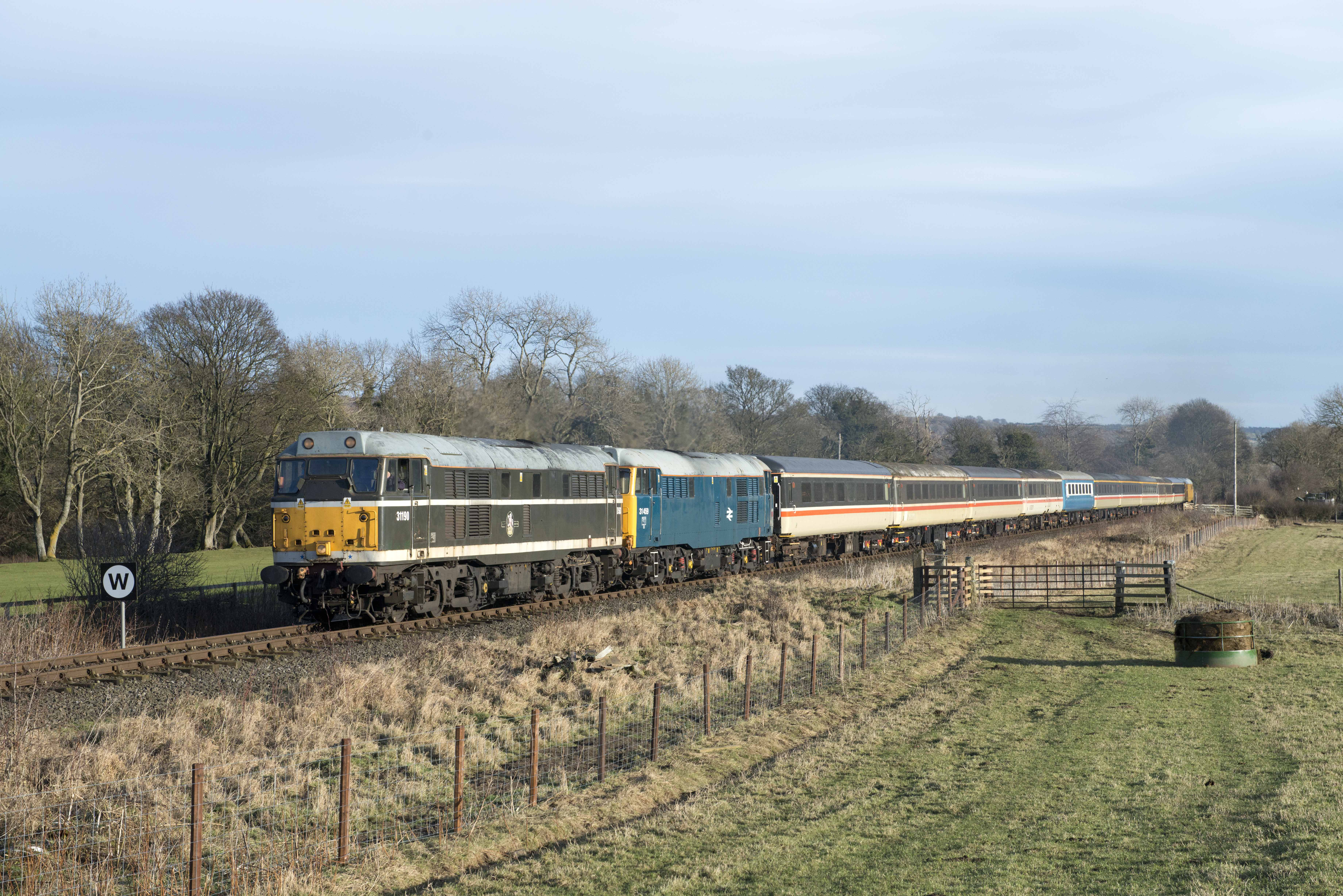 2017-12-09 John Lewins 5290. 31190-459 (with 31465 on rear) pass  Holebeck 4. Christmas Town - Stanh