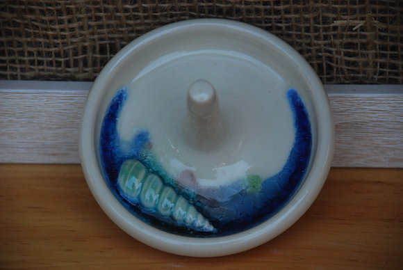 White Ring Holder with Spiral Shell