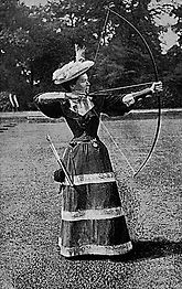 Bogenschützin_cira_1894_-Wikipedia.jpg