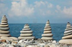 pyramide galets mer