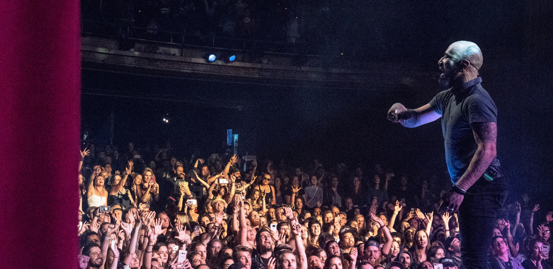 nahko.crowd.3.jpg