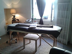Table de massage dans le cabinet