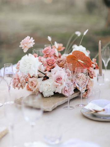 wedding-flowers-table-arrangement-roses-