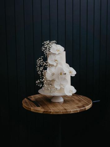 wedding-cake-orchids-babysbreath.jpg