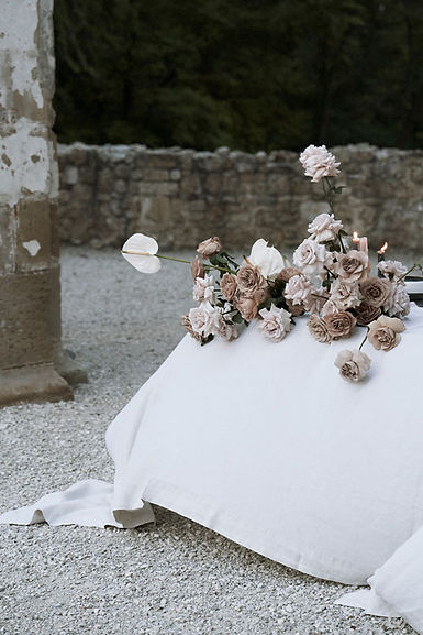 wedding-flowers-elegant-table-arrangemen