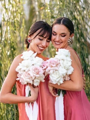bridesmaids-holding-bouquet.jpg