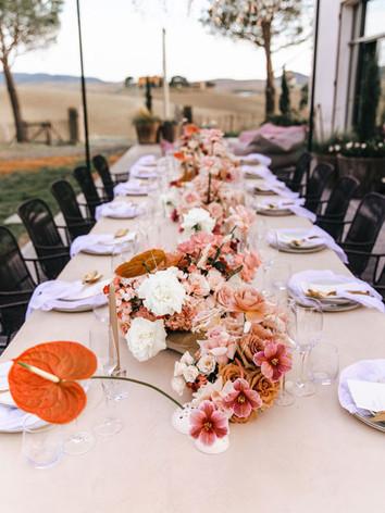 wedding-flowers-table-setting-roses-tuli