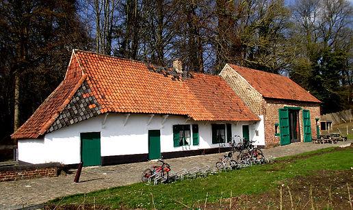 La maison Mostinckx - L'Association culturelle de Dilbeek (ACD) a pour objet d'organiser, d'encourager et de promouvoir toute activité culturelle en langue française, auprès des habitants francophones de la commune de Dilbeek et plus largement à l'intention de tous les francophones d'autres communes de la périphérie bruxelloise