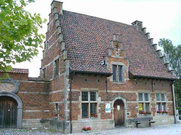 Het Schoolmeesterhuis - L'Association culturelle de Dilbeek (ACD) a pour objet d'organiser, d'encourager et de promouvoir toute activité culturelle en langue française, auprès des habitants francophones de la commune de Dilbeek et plus largement à l'intention de tous les francophones d'autres communes de la périphérie bruxelloise.