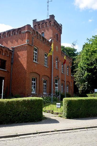 """Het """"Koetshuis"""" - écurie-remise du Château de Viron"""