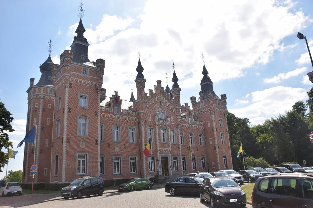 Façade principale du Château de Viron
