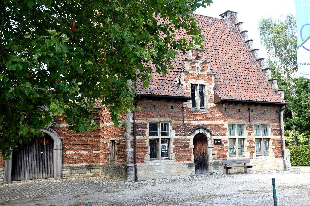 """Ancienne maison du maître d'école à côté de la """"Pampoelhuis"""""""