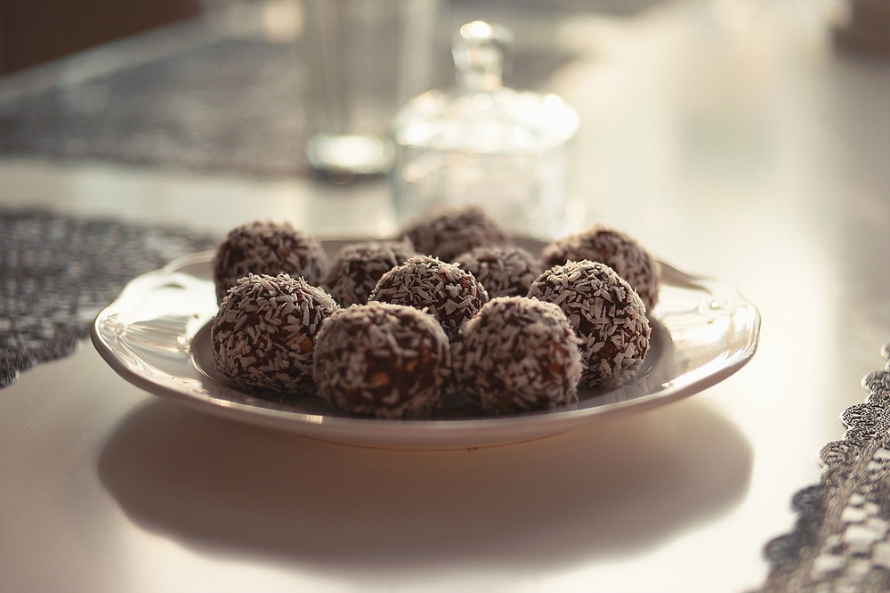 Cacao Chocolate energy balls recipe healthy eating Poppy's Parties
