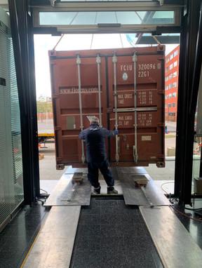 Container_Endplazierung_Einfahrt_Scheibe