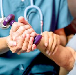 Patient mit Healthcare Nurse