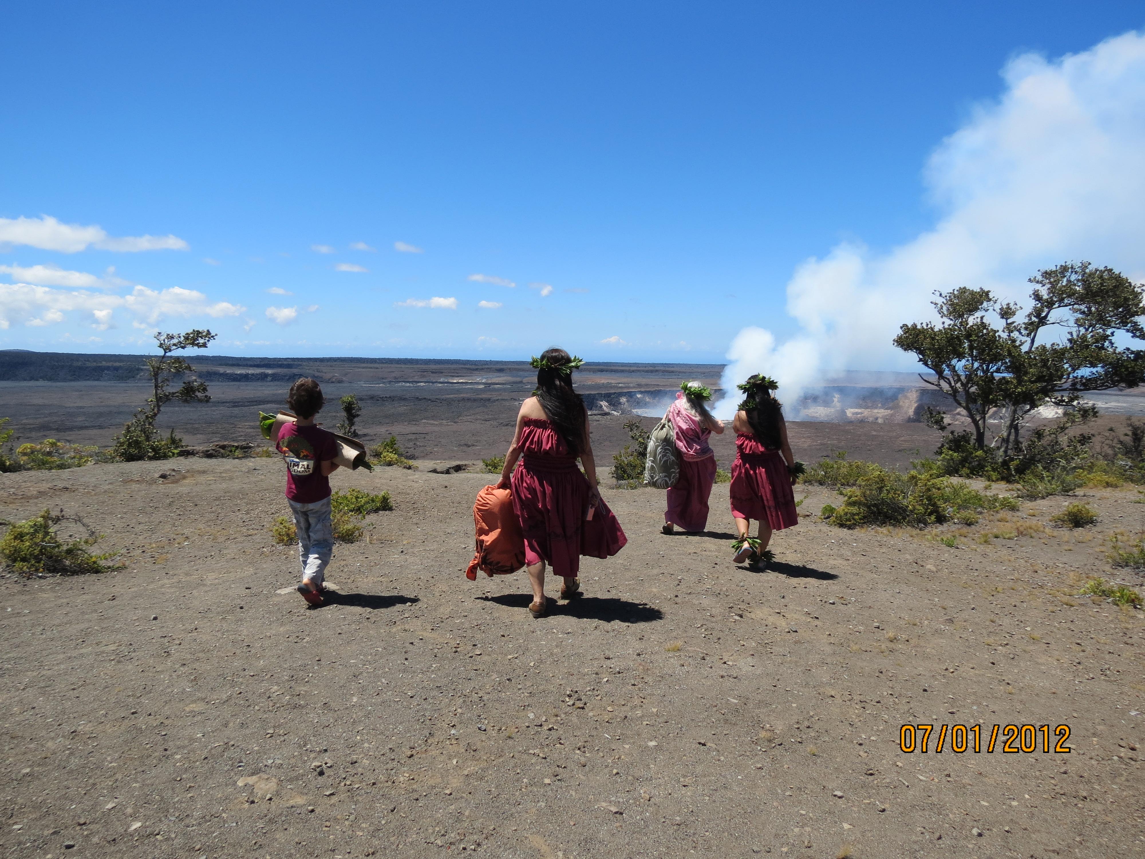 ハワイでフラを学ぶ フラ奉納 キラウエア