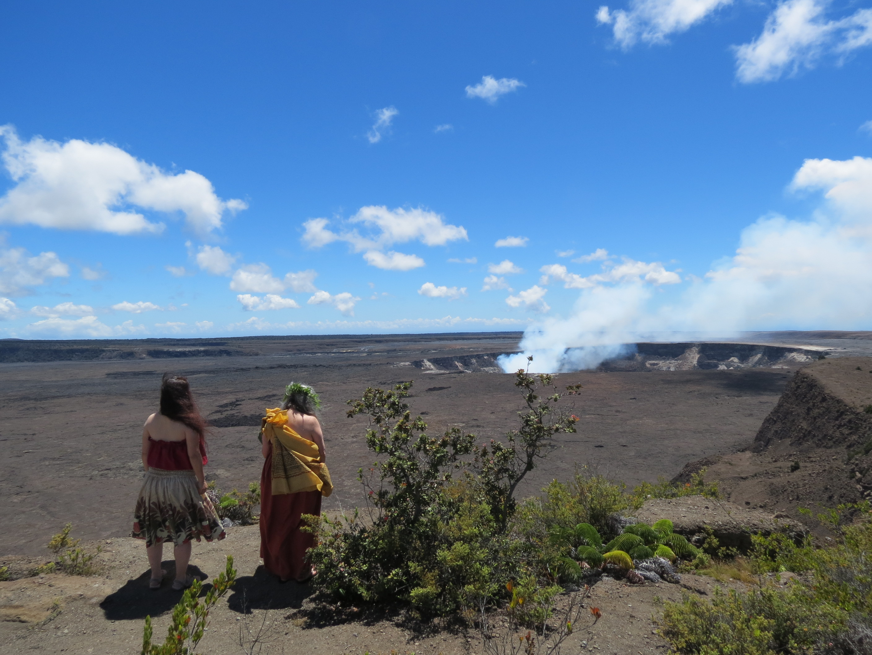 ハワイでフラを学ぶ 女神ペレへフラ奉納