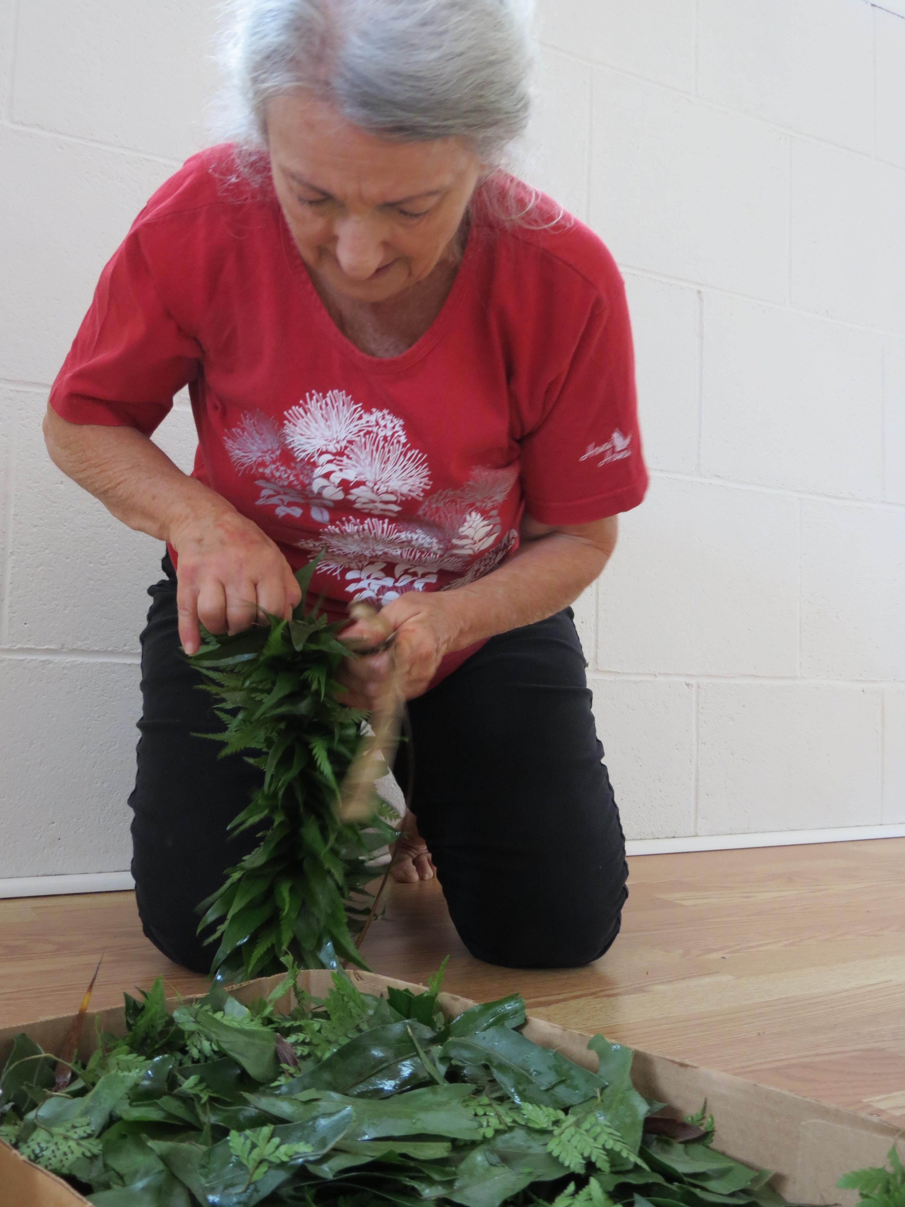 ハワイ島でフラを学ぶ クムフラからレイメキングを学ぶ