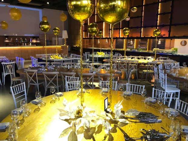 עיצוב מיוחד לשולחן לאירועים מבלונים