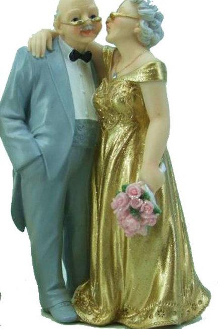 Brautpaar Goldhochzeit mit Blumenstrauß