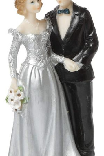Brautpaar Silberhochzeit mit Blumenstrauß
