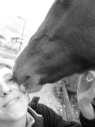 communication animale, cheval, soins énergétiques, fleurs de Bach, comprendre comportement équidés, communiquer, télépathie