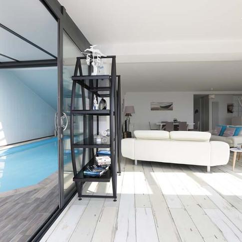 Le Salon et la piscine