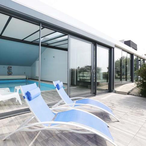 Solarium de la piscine intérieure