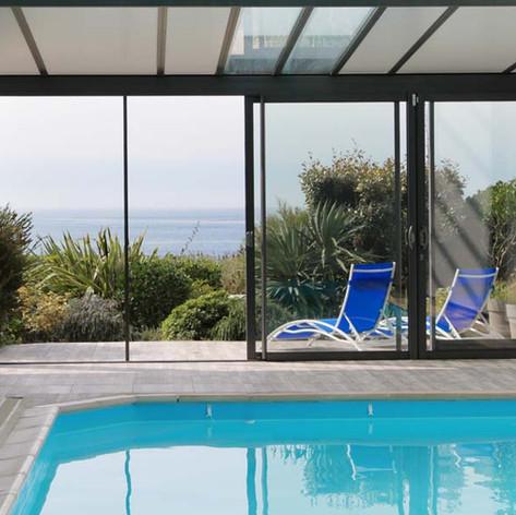 La piscine et la mer