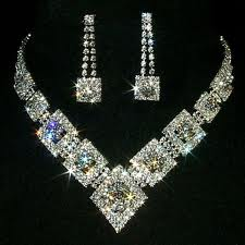 DIAMOND JEWELLERY THE QUEEN