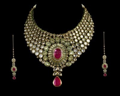 KUNDAN SET THE QUEEN