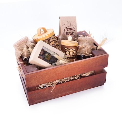 Подарок в деревянном ящике